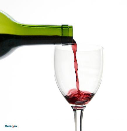 sticla pahar vin