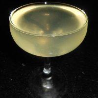 Cocktail_cu_gin_si_apa_minerala