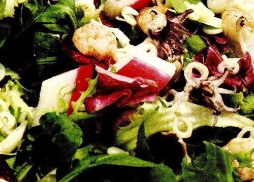 Salata_cu_fructe_de_mare_si_surimi