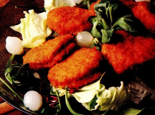 Chifteluţe vegetale cu salată