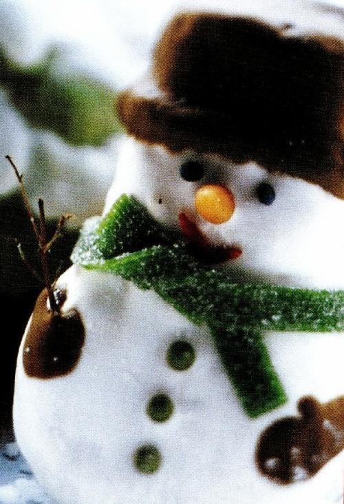 Oameni de zăpadă si brăduţi cu glazură de zahăr