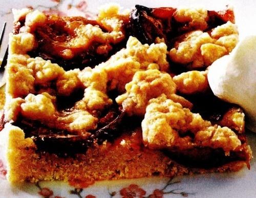 Prăjitura cu prune si aluat făramiţat