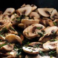 Retete vegetariene: hribi cu usturoi