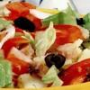 Salată cu rosii si macrou aumat