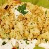 Salată de cartofi noi, cu peşte şi sos de usturoi