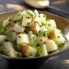 Salată de cartofi cu castraveciori acrii