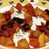 Mancare de cartofi cu carnaţi afumati