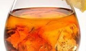 Cocktail cu gin si aroma de portocala