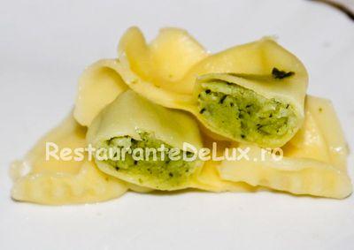 Tortellini cu pesto şi broccoli
