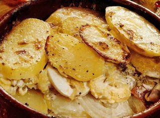 Cartofi frantuzesti cu sos
