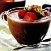 Spuma de ciocolata cu capsuni si piscoturi cu alune