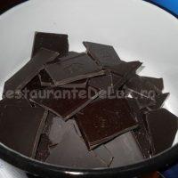 Sufleu_de_ciocolata_cu_inghetata_de_vanilie_si_topping_de_caramel