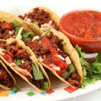 Tacos cu pui si sos barbecue