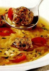 Supa cu perisoare si sos de peste