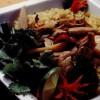 Pui cu broccoli şi fructe exotice, la wok