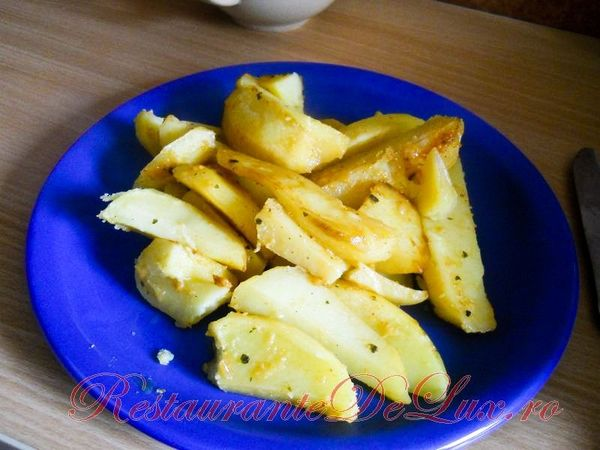 Cartofi cu usturoi si rozmarin