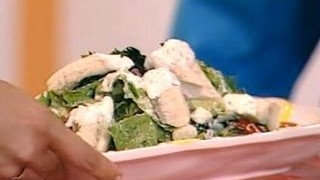 Cum se prepara Salata cu salau fiert si dressing de smantana