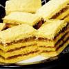 Prăjitură cu mere si aluat cu suc de roşii