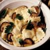 Ravioli cu manătărci in supa dulce de usturoi