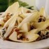 Salată de andive, pere şi Roquefort