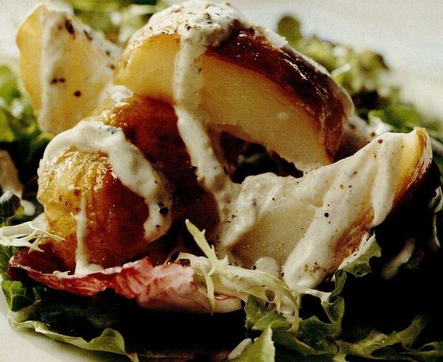Salata de cartofi copti cu sos de iaurt si cumin
