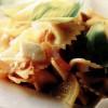 Salată de paste cu feta si ardei gras