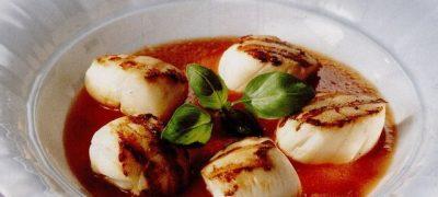 Scoici scallop cu sos de rosii