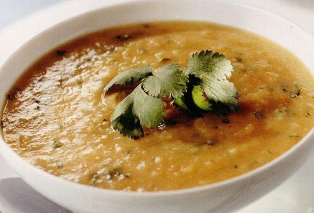 Supă-cremă de morcovi şi fasole boabe