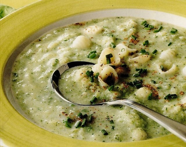 Supa de conopida si broccoli cu branza