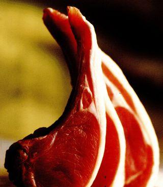 Carne de miel cu tarhon si bulion de rosii