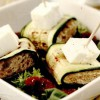 Rulouri de dovlecei la grătar, cu paine şi roşii uscate