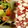Salam de vită cu salată verde şi hribi
