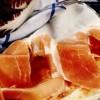 Salată de cicoare roşie cu mozzarella si prosciutto