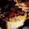Bruschete cu piure de năut, cârnaţi şi usturoi