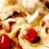 Pizza cu ciuperci, mozzarella şi roşii cherry