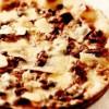 Pizza cu hribi şi mozzarella