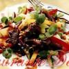 Salate delicioase: salată de cicoare roşie cu mozzarella si prosciutto, salată cu carne de vită prăjită şi mango, salată de andive cu nuci