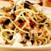 Spaghete cu creveţi, vinete, busuioc şi roşii