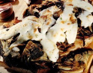 Antricot de vită cu anghinare şi caşcaval