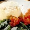 Budincă de parmezan cu rucola şi sos de roşii