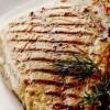 File de peşte la grătar cu tabouleh de rosii