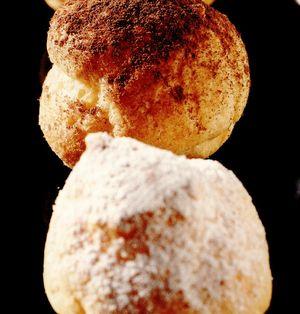 Profiteroluri umplute cu îngheţată de lămâie