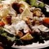 Salata cu oua de prepelita si piept de pui