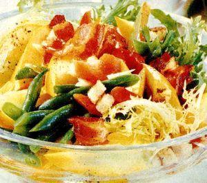 Salată de fasole verde cu ardei