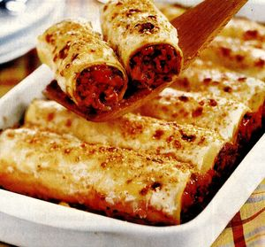 Cannelloni umplute cu sos bolognez