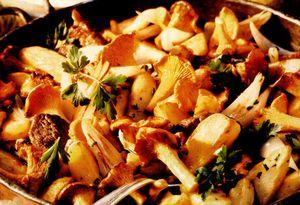 Muşchi de vită cu cartofi şi gălbiori