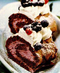 Pandispan cu crema de iaurt si fructe