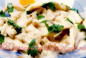 Pui cu ciuperci si sos gorgonzola