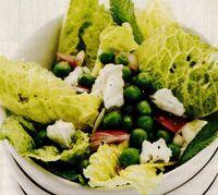 Salată cu mazăre şi brânză