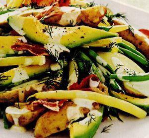 Salată de avocado cu bacon